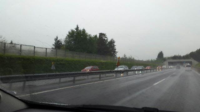 Danes na avtocesti iz Ljubljane proti Zasavju posebne gneče ni bilo, je pa bistveno povečan promet preko Hrastnika in Marnega.