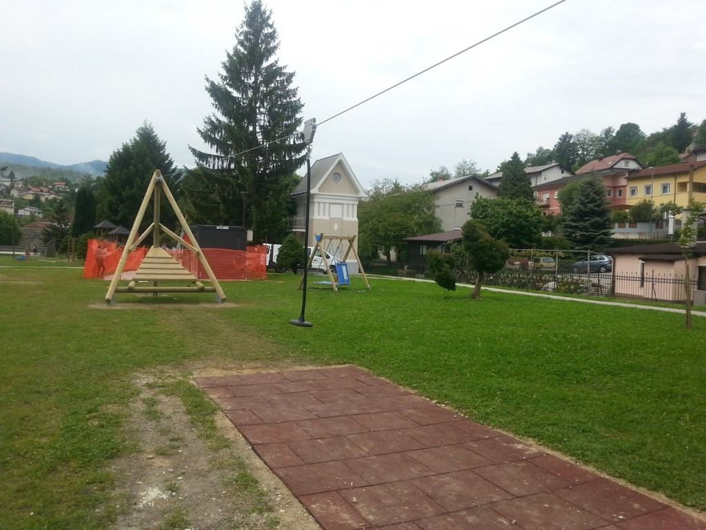 zipline v parku