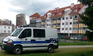 policijski avto in CSD