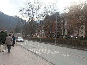 Po Zakonu zakona o grbu, zastavi in himni Republike Slovenije ter o slovenski narodni zastavi se zastave ne izobešajo 31. oktobra, niti 1. novembra.